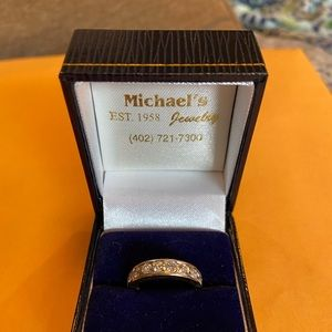 Exquisite 14kt Y gold Diamond anniversary band